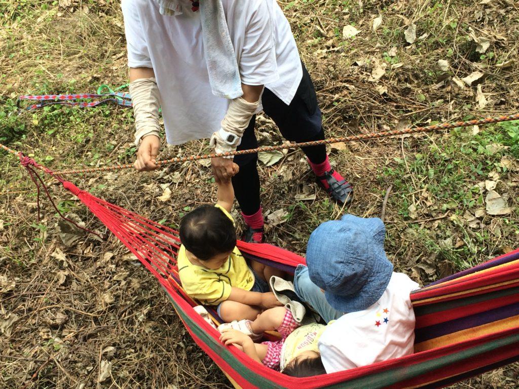 夏休み企画。親子で遊ぼう!ロープワークを学んで安全にハンモックをかける技を学ぶ。
